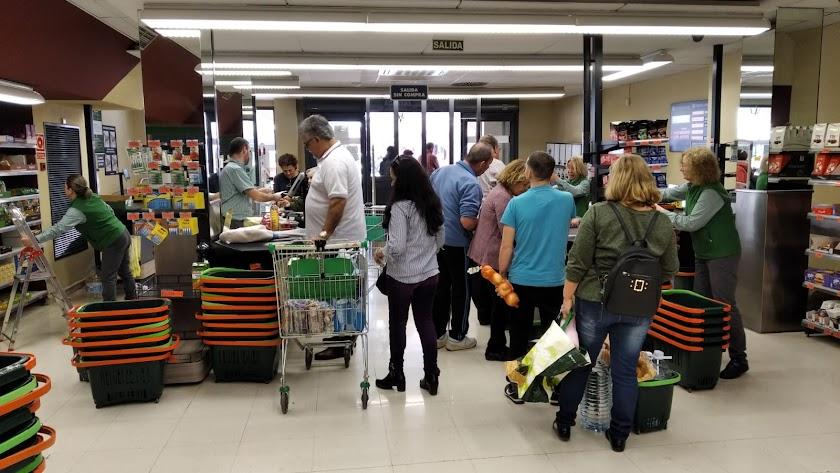 Comprar en el supermercado puede representar un riesgo para personas mayores.
