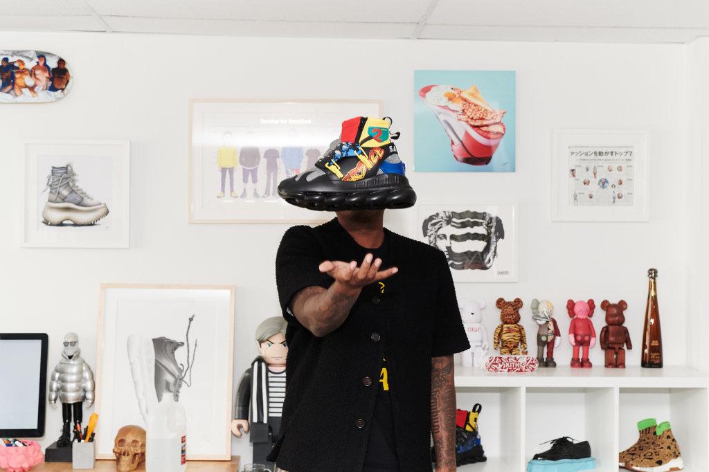 爆款製造機!Yeezy、Versace鎖鏈鞋全出自這位設計鬼才之手-Salehe Bembury