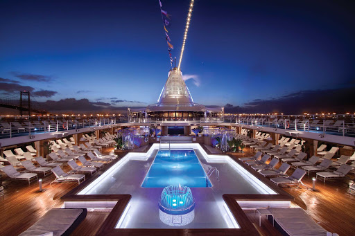 Oceania-pool2.jpg - The expansive pool deck on Marina and Riviera from Oceania Cruises.