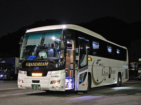 西日本JRバス「グラン昼特急大阪6号」 641-16923 白鳥PAにて_01