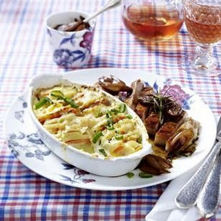 Kartoffel-Ziegenkäse-Gratin zu Kotelett in Lavendelhonig