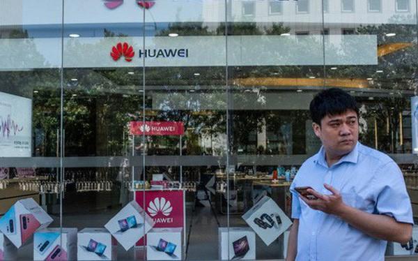 Hàng loạt nhà mạng lớn bùng đơn đặt hàng điện thoại Huawei - Ảnh 1.
