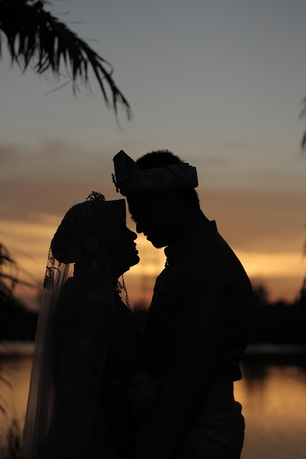 under the sunset by Hairi Abdul Ghani - Wedding Bride & Groom