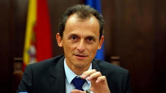 El astronauta y actual ministro de Ciencia, Pedro Duque, ha contestado a las preguntas de alumnos españoles.