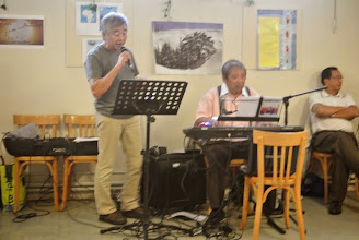 Photo: Lui il chante bien aussi
