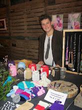 Photo: Mitchel had dit jaar nog veel meer creatieve dingen meegenomen naast zijn sieraden