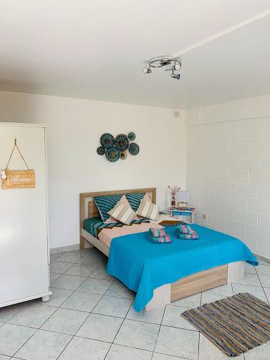 lit double avec armoire