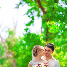Wedding photographer Nika Nikitina (nikaFOTO). Photo of 25.05.2014