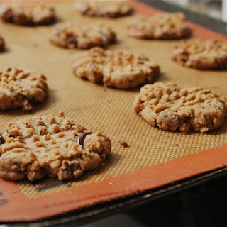4-Ingredient Peanut Butter Chocolate Chip Cookies