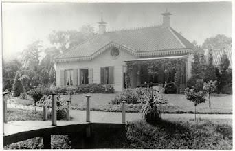 Photo: 1893 Huize Heilaar voor de verbouwing in 1896. De Kolfbaan is vernoemd naar de herberg die hier heeft gestaan.De Kolfbaan werd later Leursebaan.