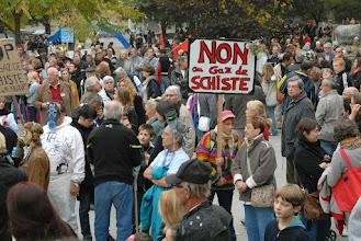 Photo: Gd Rassemblement citoyen de Barjac - dimanche 23 octobre 2011 - Merci à tous : gilets oranges, bénévoles, citoyens... - © Olivier Sébart