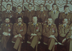 Photo: 15 Nov 1978 Adjt Lefevre, Adjt Dekuyper, 1Mdl Ruelle, 1OWM Aesseloos, 1OWM Janssens, WM Bruyninckx. Cdt Gilson, Maj SBH Simons, Kol Gijsemans,Cdt Thielemans, Kapt Haseldonckx