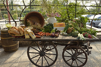 Photo: Carro con prodotti della fattoria