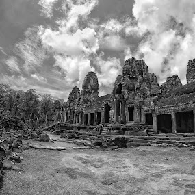 cambodian temple by Hafizi Ahmad - Black & White Buildings & Architecture ( temple, black and white, angkor wat, cambodia, siem reap )