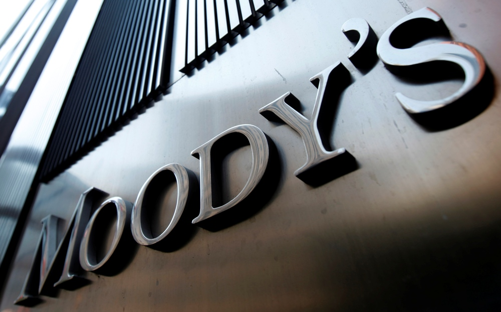 Moody's downgrades the country's five largest banks to junk