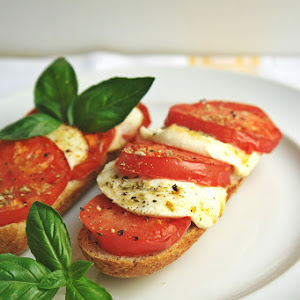 Tomato and Mozzarella Bruschetta in Actifry
