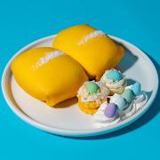 Crêpe Pockets & Shortbread Macarons (2 pcs)