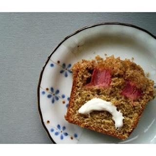 Rhubarb Crumble-Cake