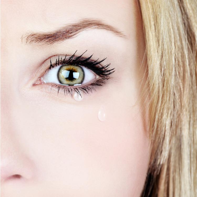 目 の 腫れ を 直す 方法