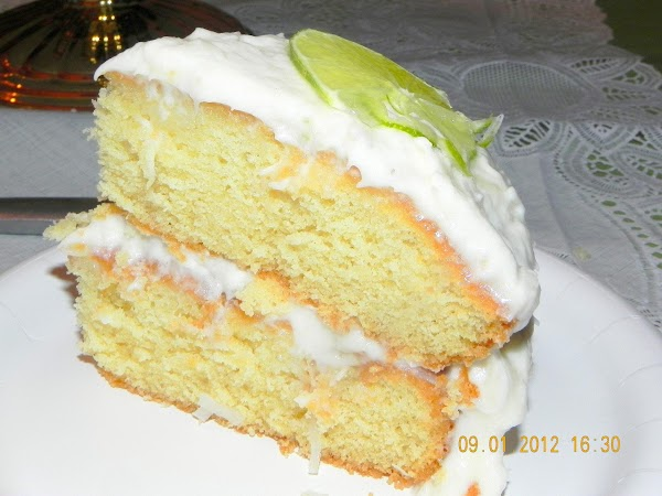 Slice your delicous cake and you are ready to eat.