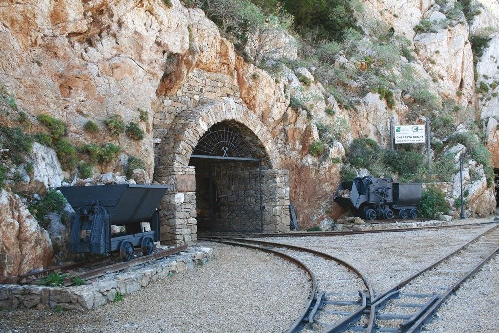Portão por onde entrava os minérios para serem despejados nos reservatóriosa