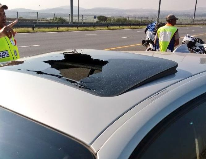 Another stone throwing incident has occurred along the N12. next to Freedom Park,between the Golden Highway and N1 according to GTP_Trafficstats. Fortunately nobody was injured.
