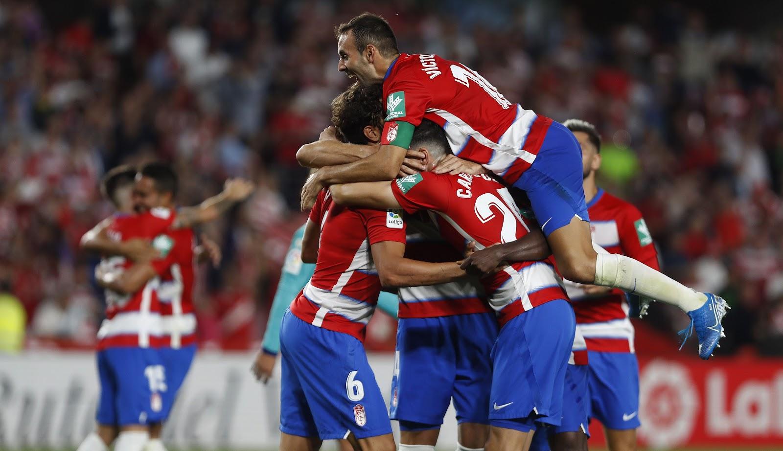 Гранада выиграла у Барселоны со счетом 2:0
