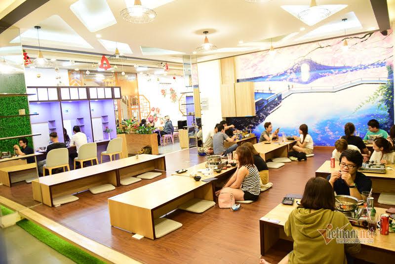 Góc 'hẹn hò' trong quán lẩu chỉ chiếm một phần trong quán nhưng luôn đông khách.