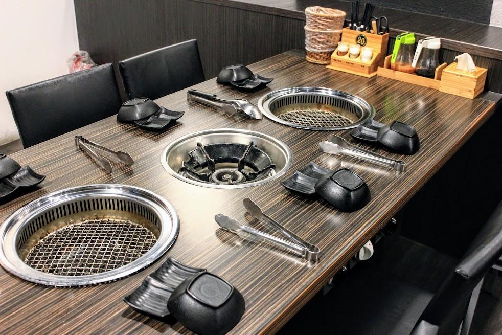 燒烤店必備的鍋爐,底下是炭火的,也有瓦斯爐可以煮火鍋