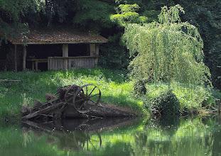 Photo: Hut and old machinery beside the river - Villeneuve-sur-Lot