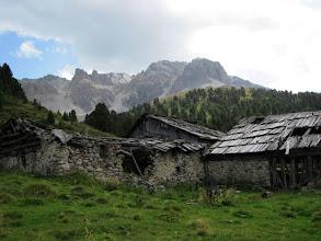 Photo: verfallene Alp in der Nähe des Arvenwalds