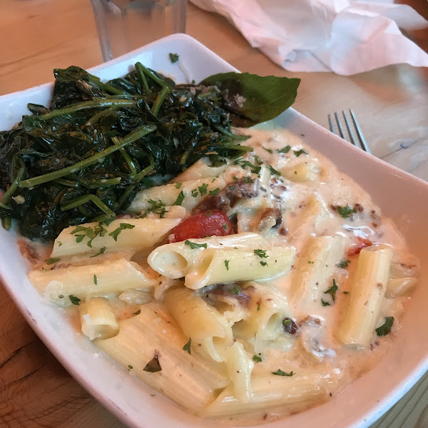 Gluten free Mac and Cheese with a side of garlic spinach. Amazing!