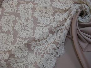 Photo: Ткань: кружево кордовое, ш. 90 см., цена 10000р. Ткань: шармюз нат. шелк, ш. 140 см., цена 3300р.