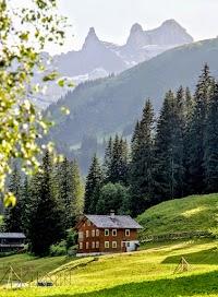 Montafon Golmer Höhenweg Abstieg von der Lindauer Hütte
