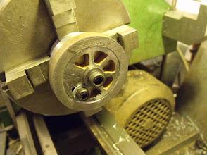 Photo: Montage de la roue sur l'outillage