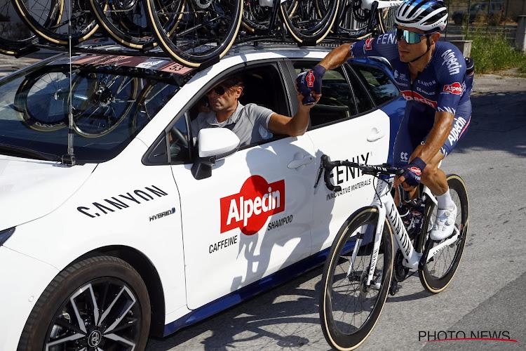 """Ploegmaat bijzonder lovend voor Van der Poel op en naast de fiets: """"Een unieke kampioen, er is niemand zoals hij"""""""