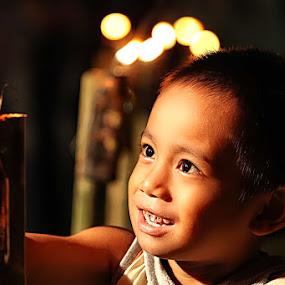 T U M B I L O T O H E by Fammz Fammudin - Babies & Children Children Candids ( candids, lamp, children, night, light )