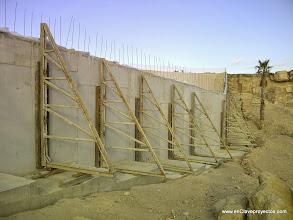 Photo: Ejecución de muros de contención.
