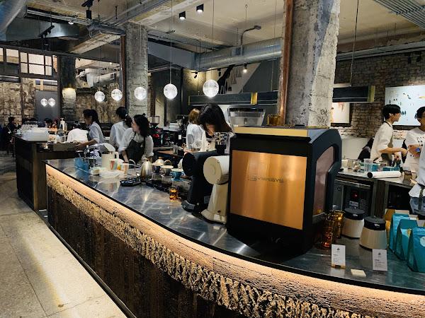世界冠軍師打造的世界排名第一咖啡館,果然名不虛傳。手沖咖啡真的非常香醇順口,抹茶卷綿密微甜,組合起來非常美味,能來這麼一趟確實值得!