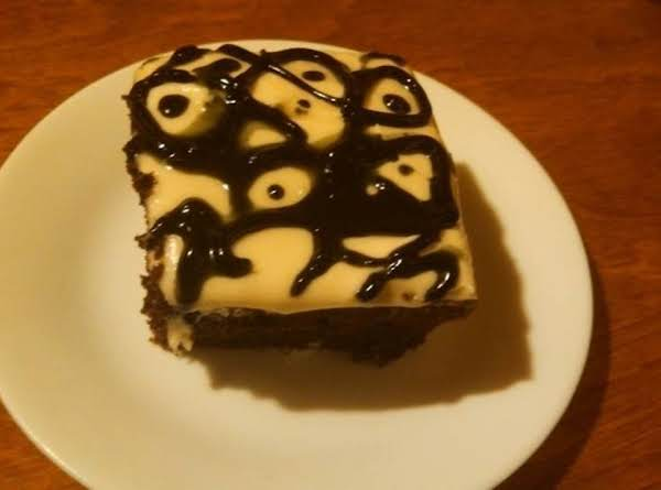 Super Moist Chocolate Fudge Cake