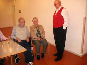 Photo: Paul Hofer im Gespräch mit Walter und Heidi Gisin
