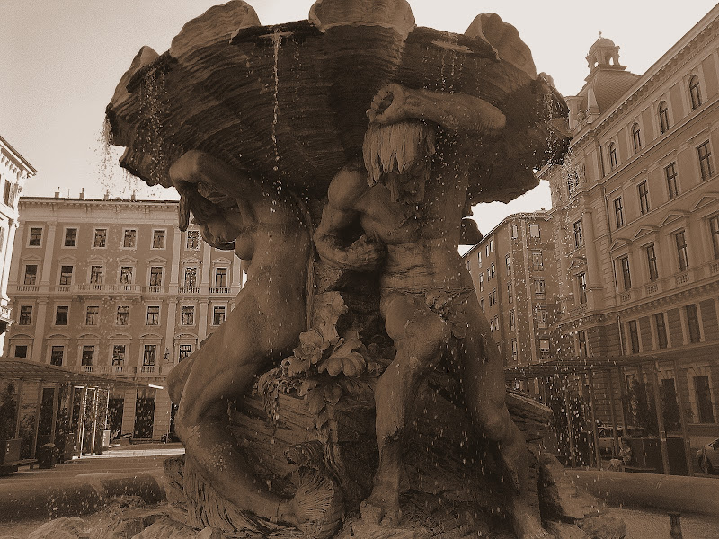Piazze e fontane di Annalisa Mauro