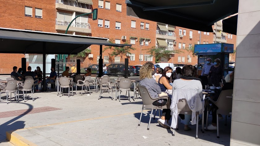 Habrá reducciones en el aforo de bares del distrito sanitario de Almería (nivel 4) a partir del martes 10 de noviembre.