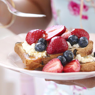 Raisin Bread with Ricotta and Berry Compote