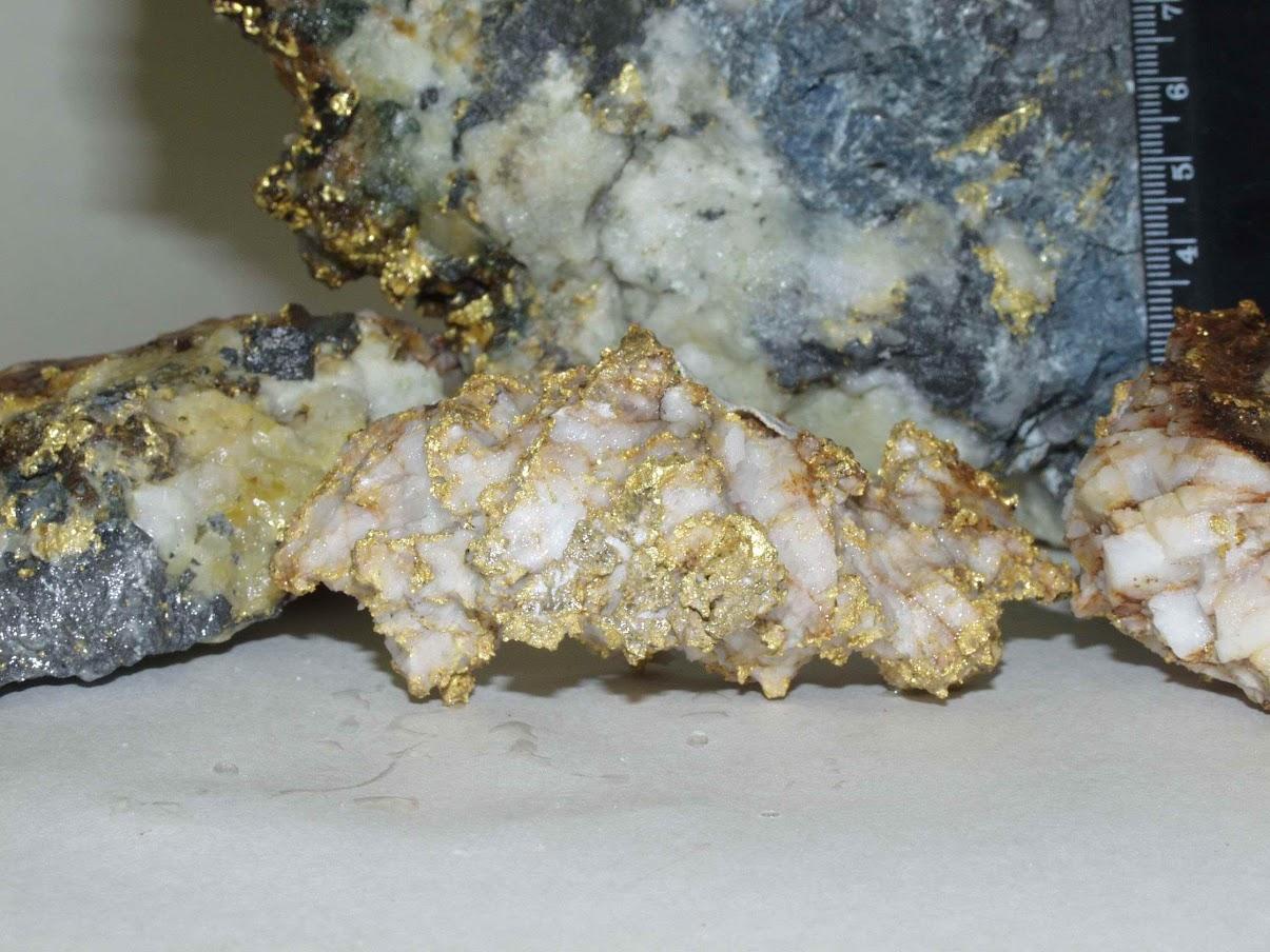 Образцы руд месторождения Каральвеем