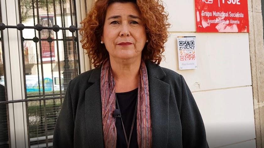 Amparo Ramírez, ante la sede de su partido