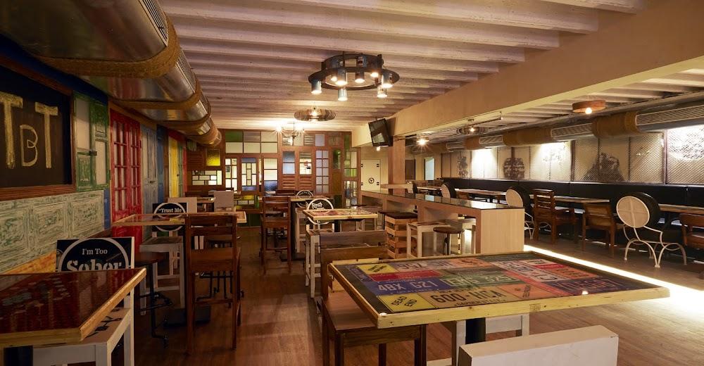 sports-bars-mumbai-The_Bar_Terminal