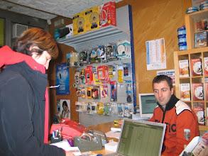 Photo: ... Dieser junge Mann schafft, was 5 Verkäufer in Bozen nicht zu Wege brachten: Er verkauft mir eine UMTS-Karte fürs MacBook!