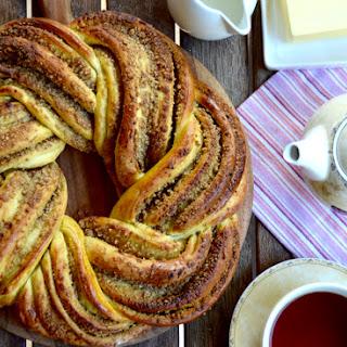 Walnut Wreath Bread