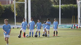 Los futbolistas del mañana en el Anexo del Mediterráneo.